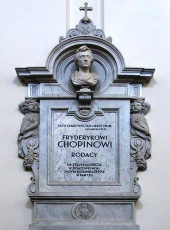 Hinter diesem Epitaph in der Warschauer Hl.-Kreuz-Kirche verbirgt sich die Urne mit dem Herz von Chopin.