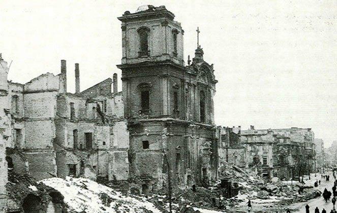 Die Hl. Kreuz-Kirche 1945.