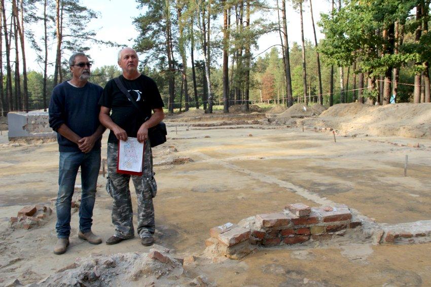 Der israelische Archäologe Yoram Haimi (links) und der polnische Archäologe Wojciech Mazurek