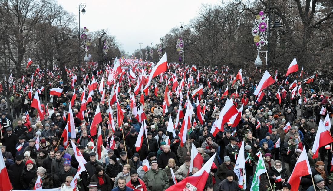 Marsch für die Verteidigung der Demokratie und der Medienfreiheit, veranstaltet von Recht und Gerechigkeit (PiS) am 13. Dezember 2014 in Warschau