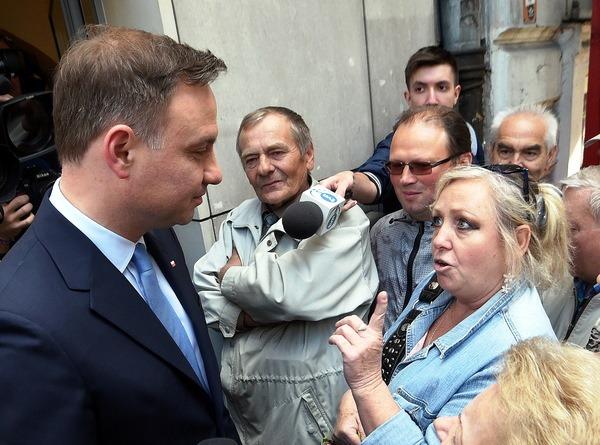 """Von den wichtigsten Medien verschwiegen oder als der """"Kaczyńskis Pappkamerad' geschmäht, musste  Duda alles auf den Direkten Kontant mit den Wählern setzten."""