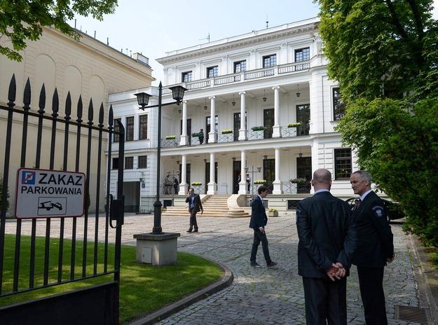 Das kleine PalaIs in der Warschauer Foksalstrasse dient Andrzej Duda, bis zu seiner Vereidgung am 6. August 2015, als vorläufiger Amtssitz.