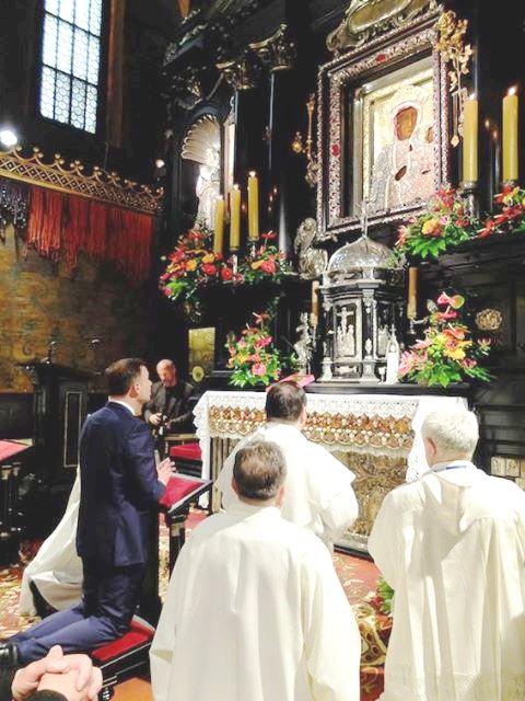Andrzej Duda. Am 25. Mai 2015, gleich nach dem Wahlsieg das Gnadenbild der Schwarzen Madonna aufgesucht.