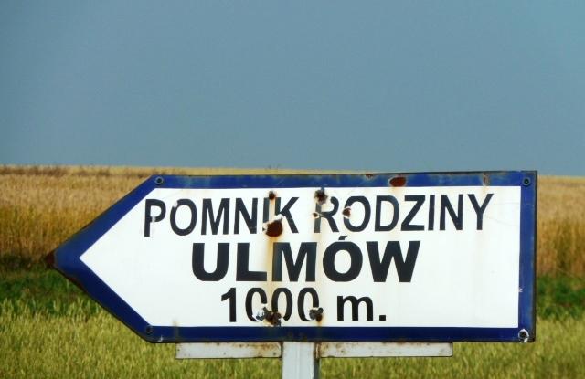 Ulmowie 2 drogowskaz