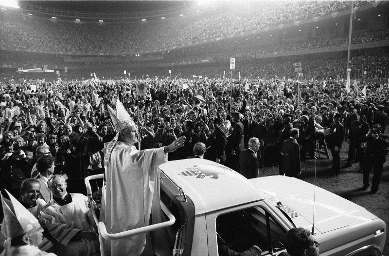 Kobiety papieża. JP II w USA 1979 fot.