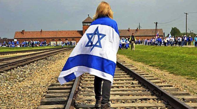 Junge Juden schauen auf Polen…